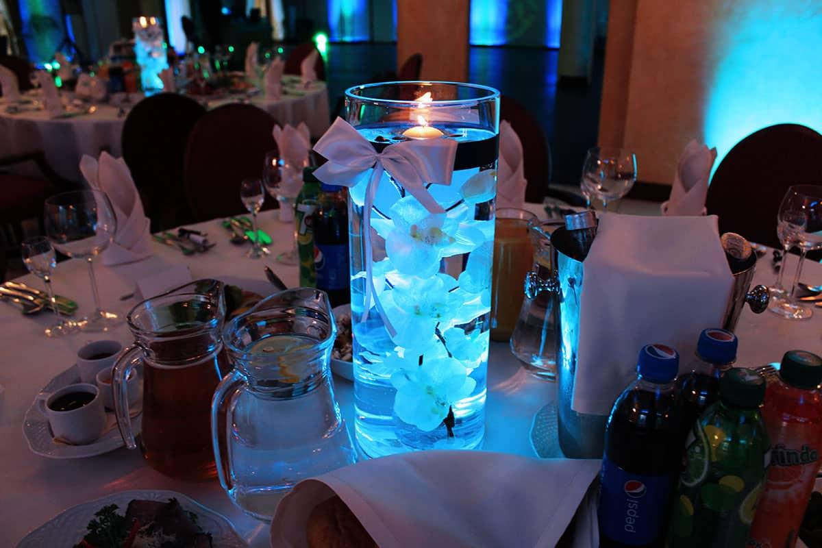 dekoracja światłem na stoły